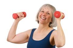 handweights lyftande pensionären kvinnan Royaltyfri Fotografi