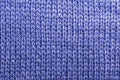 Handwerk, hobbys, het breien Textielstof als achtergrond met een gebreid blauw van de textuurwol royalty-vrije stock foto's