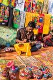 Handwerker bei der Arbeit in Poush-mela Stockbilder