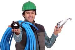 Handwerker mit und piggy Querneigung Lizenzfreies Stockfoto