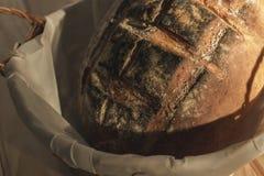 Handwerkerbrot, frisch gebacken stockfoto