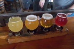 Handwerks-Bier-Beispielprobieren-Flug stockfotografie
