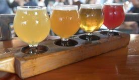 Handwerks-Bier-Beispielprobieren-Flug Stockbild