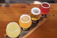 Handwerks-Bier-Beispielprobieren-Flug Stockfoto