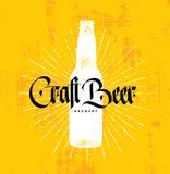 Handwerks-Bier-Brauerei-Handwerker-kreatives Vektor-Stempel-Zeichen-Konzept Raue handgemachte Alkohol-Fahne stock abbildung