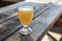Handwerks-Bier-Glas stockbild