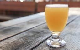 Handwerks-Bier-Glas stockbilder