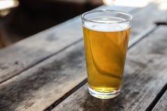 Handwerks-Bier-Glas lizenzfreie stockbilder