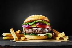 Handwerksrindfleischburger Stockfotografie