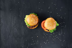 Handwerksrindfleischburger Beschneidungspfad eingeschlossen Lizenzfreies Stockbild