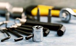 Handwerkzeuge auf einem hölzernen Hintergrund lizenzfreies stockbild