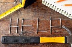 Handwerkzeuge und Werkbank-Hintergrund Lizenzfreie Stockbilder