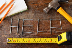Handwerkzeuge und Werkbank-Hintergrund Stockfoto