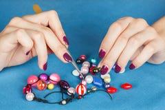 Handwork Het maken van juwelen Royalty-vrije Stock Fotografie