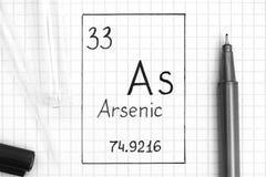 Handwriting chemicznego elementu arszenik z czarnym piórem, próbną tubką i pipetą Jak, zdjęcie royalty free