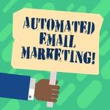 Handwriting emaila tekst Automatyzujący marketing Pojęcia znaczenia email wysyłał automatycznie lista pokazywać Hu analizy rękę ilustracji