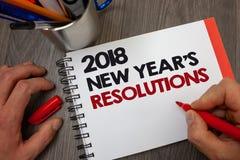Handwriting 2018 nowy rok postanowienia tekst Pojęcia znaczenia lista cele lub cele być dokonującym Notepad piszemy ewidencyjnego Obraz Stock