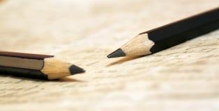 Handwriting pojęcie - dwa pencilson stary list Zdjęcie Royalty Free
