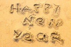 Handwriting Szczęśliwy nowy rok na piasku zdjęcie stock