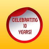 Handwriting tekst Świętuje 10 rok Pojęcia znaczenie Upamiętnia specjalnego dnia Decennial rocznicową butelkę ilustracja wektor