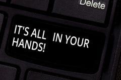 Handwriting tekst Ja s jest Wszystko W Twój rękach Pojęcia znaczenie Trzymamy cugiel nasz przeznaczenia i przeznaczenia Klawiatur obraz royalty free