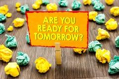 Handwriting tekst Jest Tobą Przygotowywającym Dla jutra pytania Pojęcia znaczenia przygotowanie przyszłościowy motywaci Paperclip obraz stock