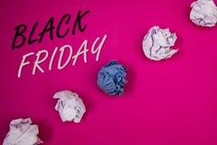 Handwriting tekst pisze Black Friday Pojęcie znaczy Specjalne sprzedaże po dziękczynienie zakupy pomija odprawę Fotografia Royalty Free