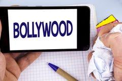 Handwriting tekst pisze Bollywood Pojęcia znaczenia Indiański kino źródło pisać na telefonu komórkowego ekranu mieniu rozrywka zdjęcie royalty free