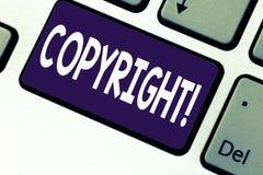 Handwriting tekst pisze Copyright Pojęcia znaczenie Mówić nie intelektualnej własności piractwa Klawiaturowego klucza zamiar zdjęcia royalty free