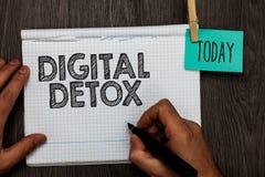 Handwriting tekst pisze Cyfrowego Detox Pojęcia znaczenie Uwalnia urządzenia elektronicznego rozłączenie Ponownie się łączyć Niez obrazy stock