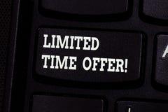 Handwriting tekst pisze Limitowanej czas ofercie Pojęcia znaczenia specjalna rzecz dostępna dla jasno określony krótkiego okresu zdjęcie royalty free