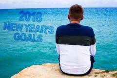 Handwriting tekst pisze 2018 nowy rok celach Pojęcia znaczenia postanowienia lista rzeczy ty chcesz dokonywać morze pamiętasz błę Obraz Stock