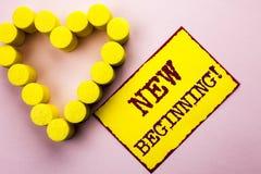 Handwriting tekst pisze Nowym Początkującym Motywacyjnym wezwaniu Pojęcia znaczenia nowy początek Zmienia Formularzowego Wzrostow Zdjęcie Stock