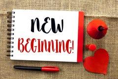 Handwriting tekst pisze Nowym Początkującym Motywacyjnym wezwaniu Pojęcia znaczenia nowy początek Zmienia Formularzowego Wzrostow Fotografia Stock
