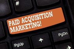 Handwriting tekst pisze Opłaconym nabycie marketingu Pojęcia znaczenia opcje dla zdobywać klientów odwiedzać miejsce zdjęcie royalty free