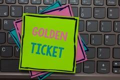 Handwriting tekst pisze Złotym bilecie Pojęcie znaczy Podeszczowego czeka dostępu VIP kasy teatralnej Seat Paszportowego wydarzen obraz stock