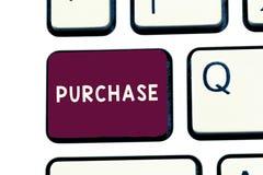 Handwriting tekst pisze zakupie Pojęcia znaczenie zdobywa coś płacić dla go zakup firmy chwyt lub kontakt obrazy stock