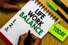 Handwriting teksta życia pracy równowaga Pojęcia znaczenia stabilności osoby potrzeby między jego ogłoszenie towarzyskie czasu dz fotografia royalty free