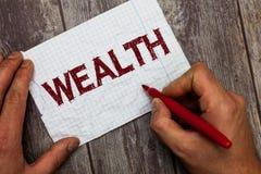 Handwriting teksta bogactwo Pojęcie znaczy obfitość wartościowi posiadania lub pieniądze być bardzo bogatym luksusem obrazy stock