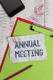 Handwriting teksta coroczne spotkanie Pojęcie znaczy Corocznego zgromadzenie organizacja ciekawił udziałowa schowek obrazy royalty free