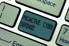Handwriting teksta Cyber Proaktywnie obrona Pojęcia znaczenia antycypacja przeciwstawiać szturmowego zwijania komputerową klawiat zdjęcia stock