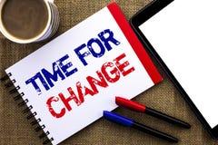 Handwriting teksta czas Dla zmiany Pojęcia znaczenia odmieniania momentu ewoluci Nowi początki Przygodni R pisać na notatniku Rez Fotografia Royalty Free