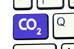 Handwriting teksta dwutlenek węgla Pojęcie znaczy Noncombustible szklarnianego gaz który przyczynia się globalny nagrzanie fotografia royalty free