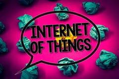 Handwriting teksta internet rzeczy Pojęcia znaczenia innowaci globalizacja Cyfrowych elektronika łączliwości szmaragdu Ogromny pa Zdjęcia Royalty Free