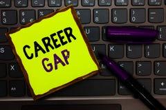 Handwriting teksta kariera Gap Pojęcie znaczy A scenę dokąd w tobie pracować twój zawodu koloru żółtego papierowy keyboar chwilow zdjęcie stock