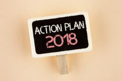 Handwriting teksta plan działania 2018 Pojęcia znaczenie Planuje cel aktywność życia celów ulepszenia rozwój pisać na Drewnianym  Zdjęcie Royalty Free