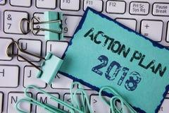 Handwriting teksta plan działania 2018 Pojęcia znaczenie Planuje cel aktywność życia celów ulepszenia rozwój pisać na Kleistym N Obraz Stock