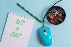 Handwriting teksta potrzeba Po?yczkowy pytanie Poj?cia znaczenie pyta potrzebuje pieni?dze oczekiwa? p?ac?cym z powrotem z intere zdjęcie stock