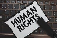 Handwriting teksta prawa człowieka Pojęcie znaczy Moralnych zasad standardów normy ludzie ochraniający prawo Białego papieru klaw obraz royalty free