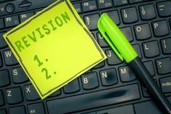 Handwriting teksta przegląd Pojęcie znaczenie rewidująca forma lub wydanie coś akcja rewidować korekcję obraz stock